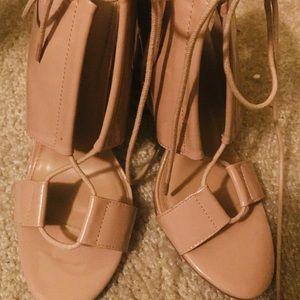 Women open toe shoes